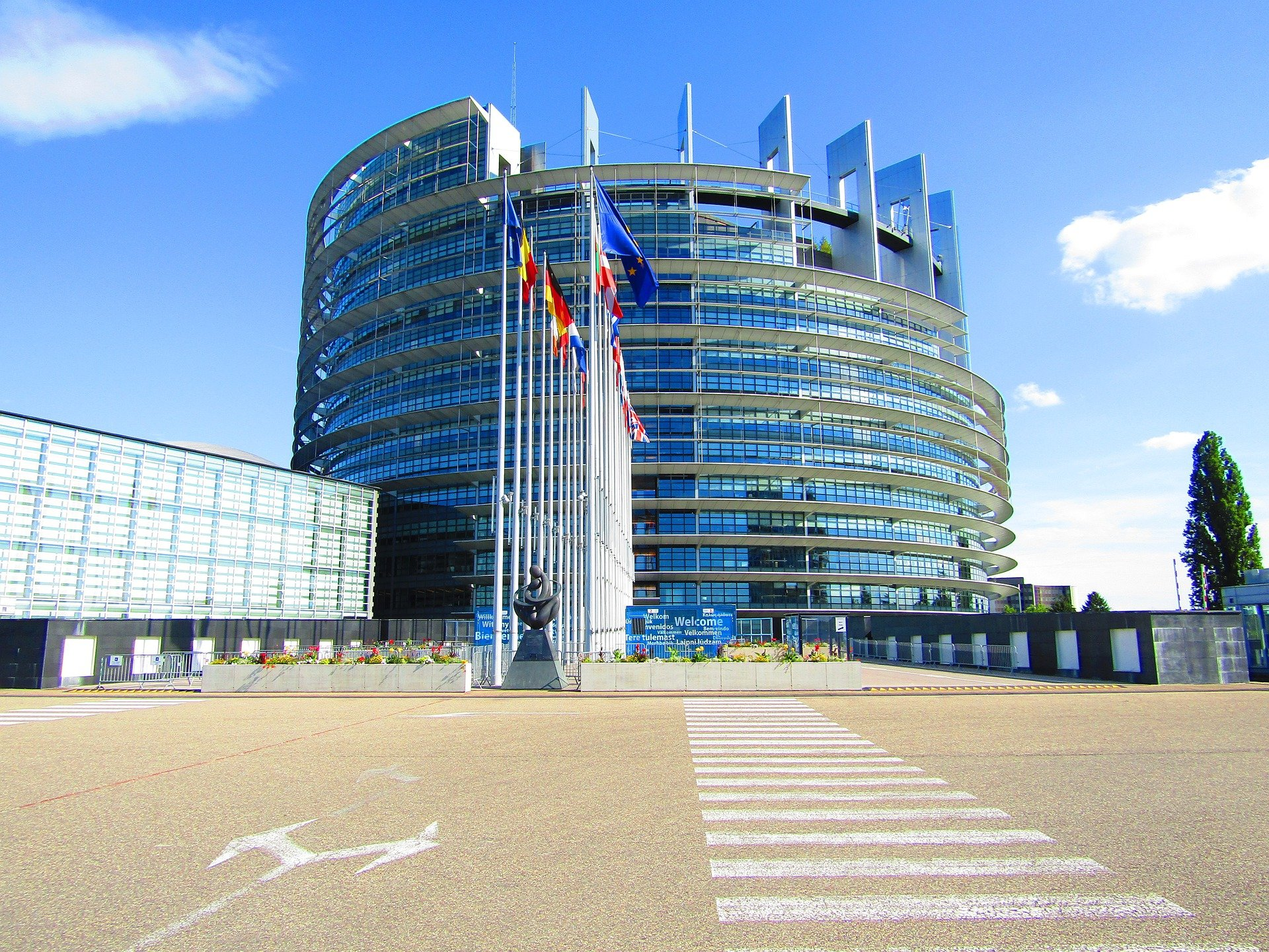 the-european-parliament-in-strasbourg-5180623_1920